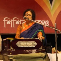 Manidipa Nandy Biswas presenting Rabindrasangeet translated in Sadri